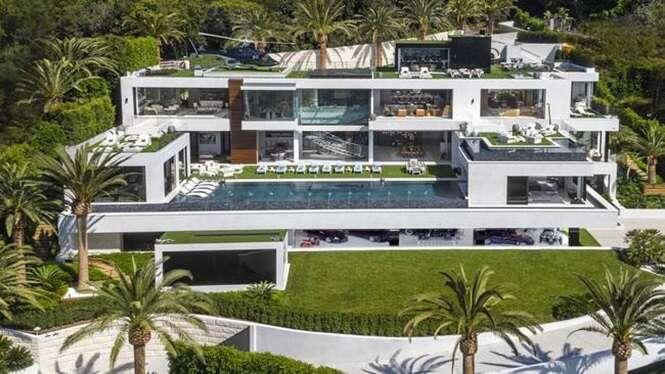 Fotos de uma incrível mansão que está à venda por 250 milhões de dólares
