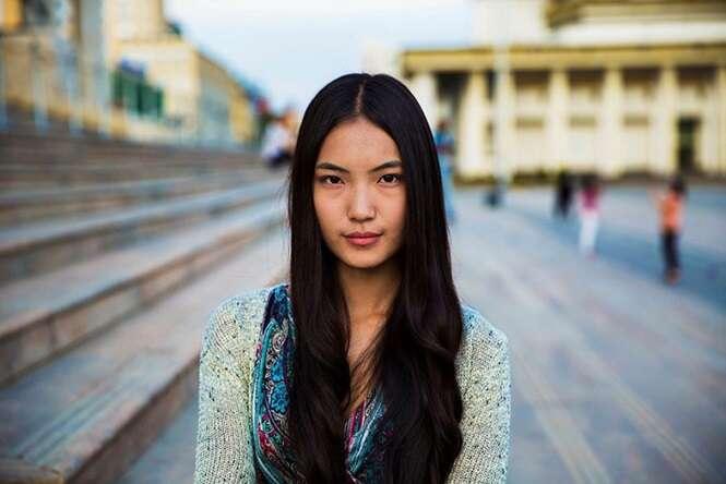 Fotógrafa romena mostra a beleza de mulheres comuns do mundo todo