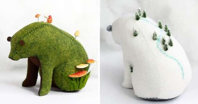 Ursos de feltro que carregam mundos minúsculos em suas costas