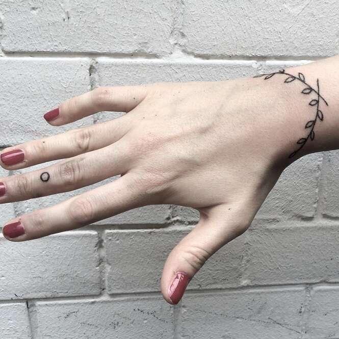 Tatuagens-pulseira que ficariam incríveis em você