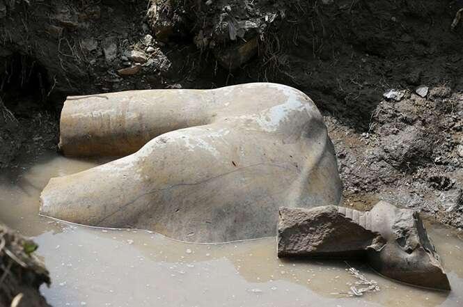 Estátua do faraó Ramsés II encontrada em favela do Cairo é uma das descobertas arqueológicas mais importantes da história