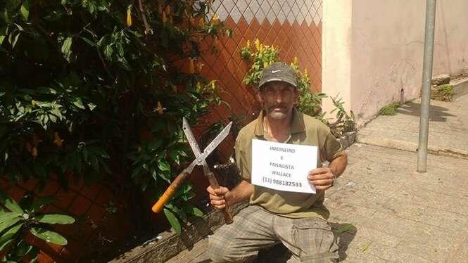 Este homem vendeu papelão durante um ano para pagar seu curso de paisagismo