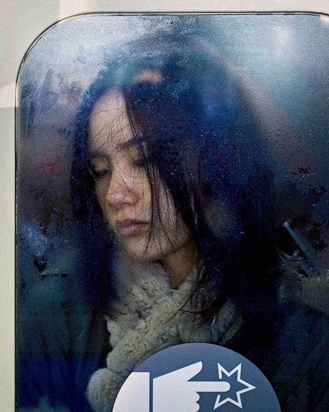 Fotos mostram o horror que é andar de metrô em Tóquio no horário de pico