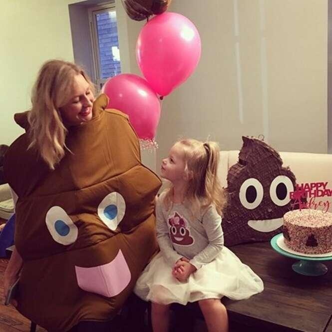 """Veja as imagens da festa de aniversário desta menininha, cujo tema era """"cocô"""""""