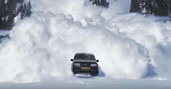 Especialista em efeitos visuais cria vídeo épico para vender seu carro ano 96