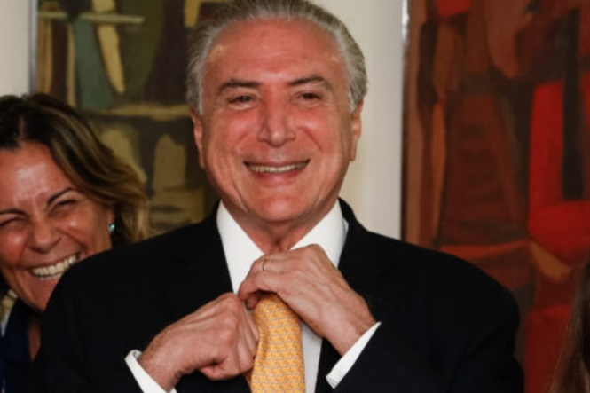 O país entrando em colapso e os brasileiros fazem memes