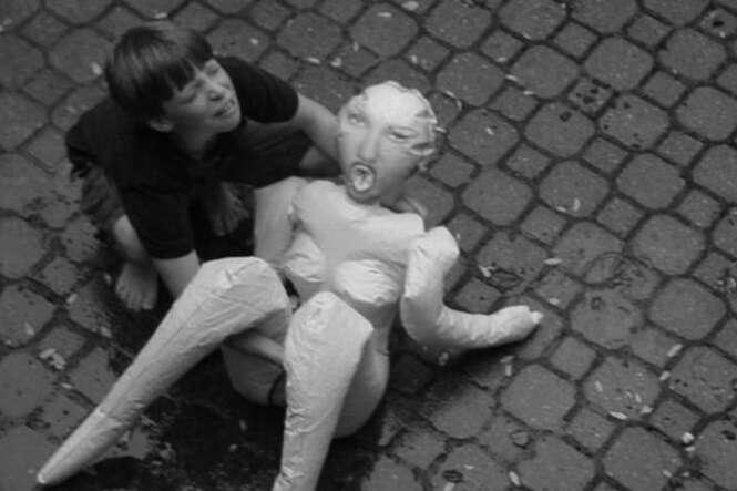 Fotos de crianças inocentes tiradas por adultos que têm mente poluída