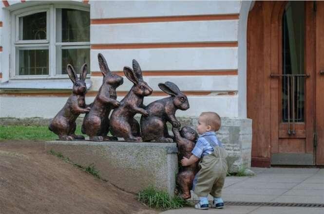 Pessoas que sabem gerar diversão quando encontram estátuas