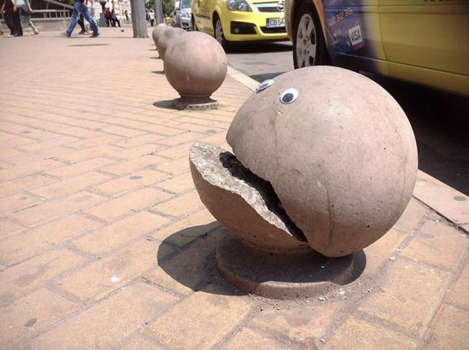 Alguém na Bulgária está colocando olhinhos em objetos de rua danificados e o resultado vai colocar ao menos um sorriso no seu rosto