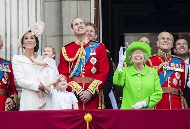 Leis que a rainha da Inglaterra não precisa respeitar
