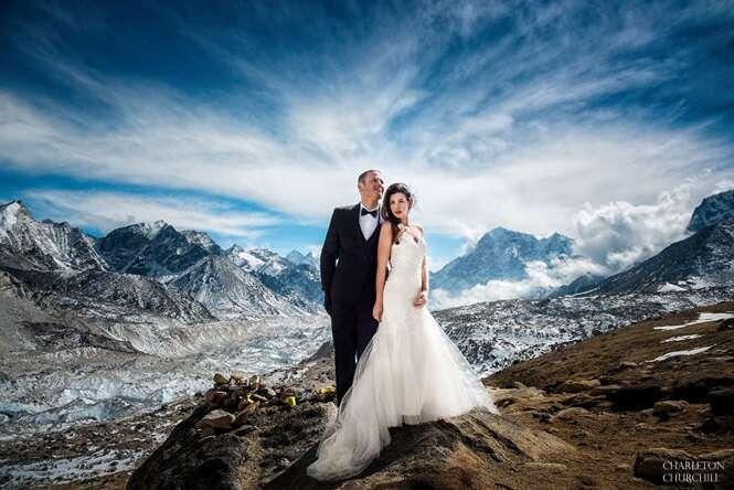Esses dois se casaram no Monte Everest após 3 semanas escalando e acampando, e as fotos são épicas