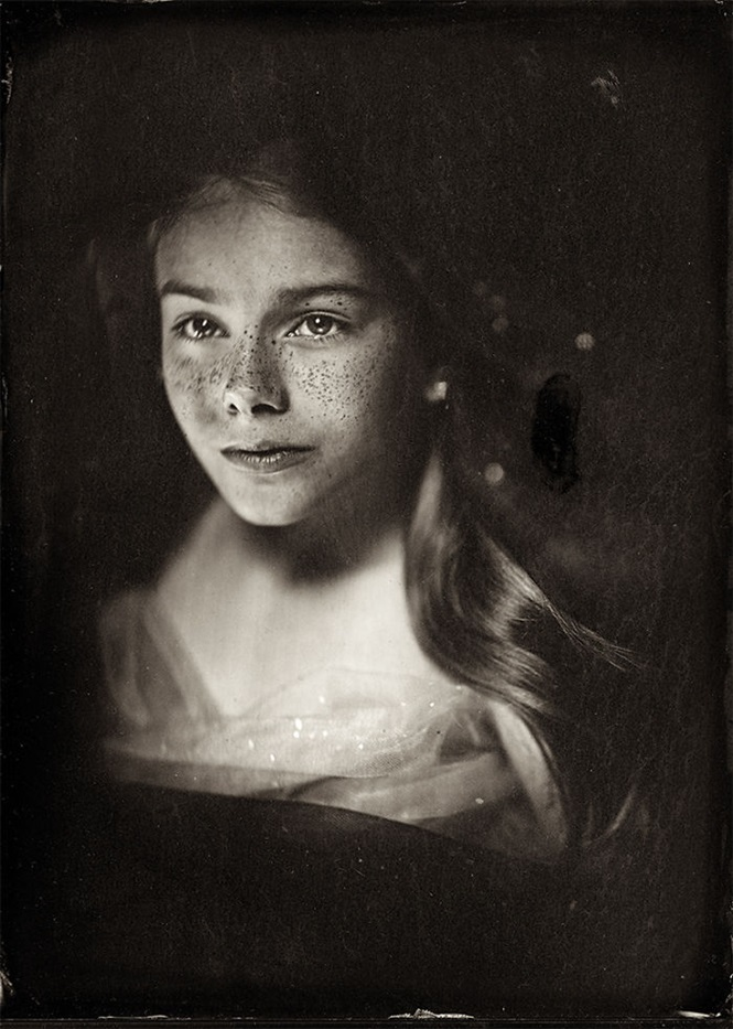 Fotógrafa usa técnica de 166 anos para fazer fotos de crianças e resultado é assombroso