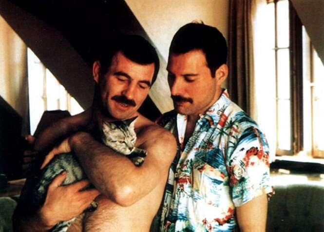 15 imagens raras de Freddie Mercury e o namorado, revelando um lado que pouca gente conhecia do falecido artista