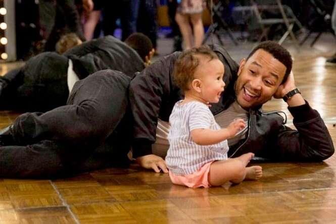 Papais celebridades com seus filhos adoráveis