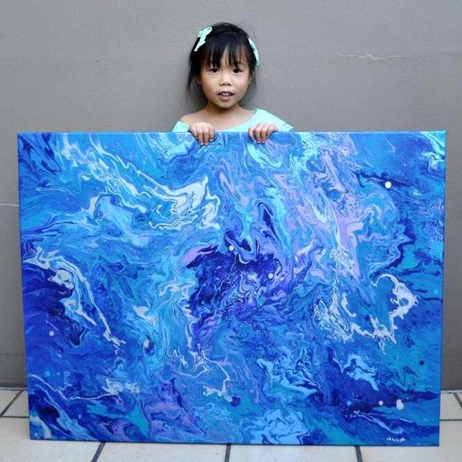 Artista de 5 anos de idade doa parte de seus ganhos para instituições de caridade a fim de ajudar pessoas em todo o mundo