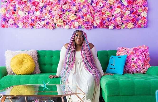 Esta mulher tem o apartamento mais colorido que você já viu