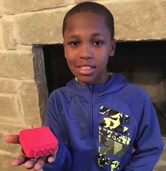 Menino de 10 anos inventa dispositivo genial para evitar que crianças esquecidas em carros morram
