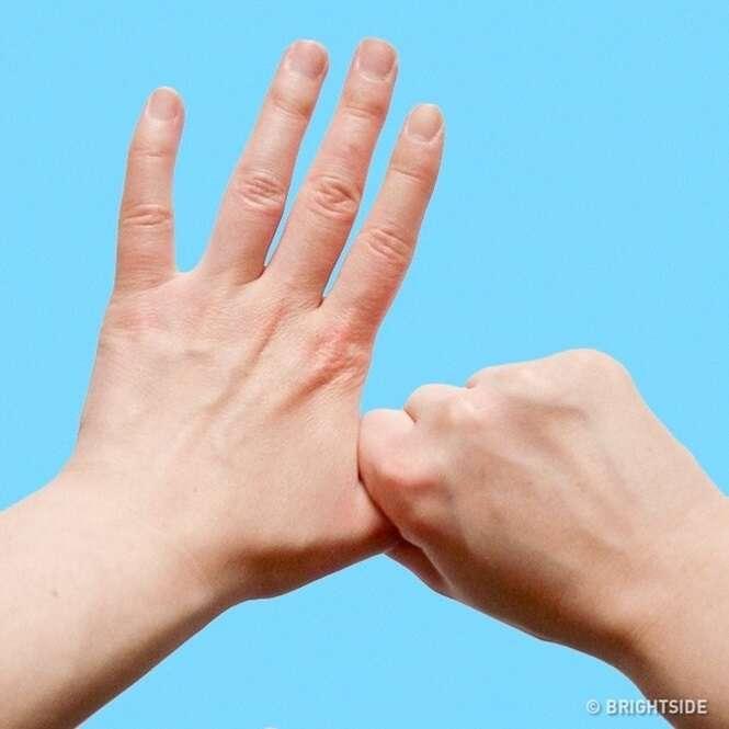 Fique com a mão nesta posição... você não acreditará no que vai acontecer