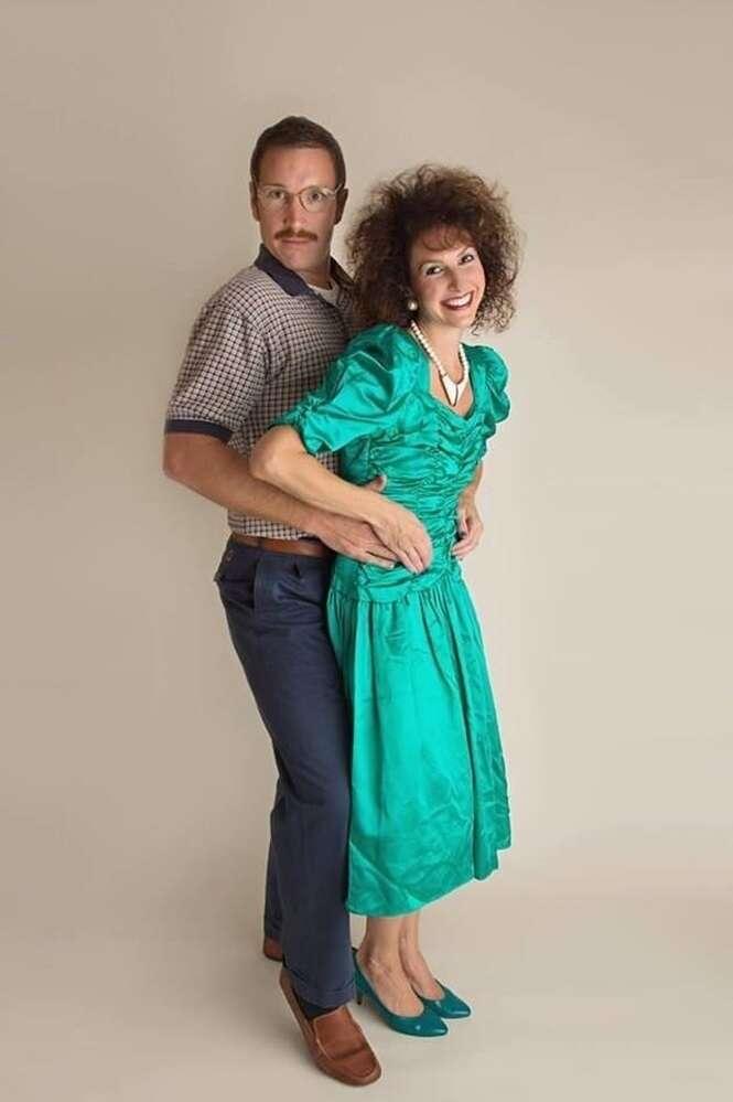 Estes dois comemoraram seu aniversário de casamento com uma épica sessão de fotos inspirada nos anos 80