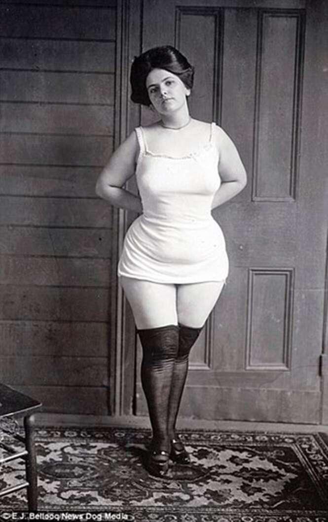Sessão de fotos mostra como eram prostitutas há 100 anos