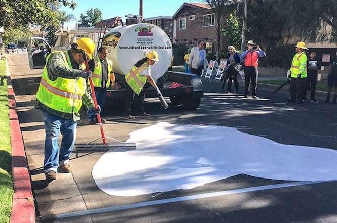 As ruas de Los Angeles estão sendo pintadas de branco e a razão não poderia ser melhor