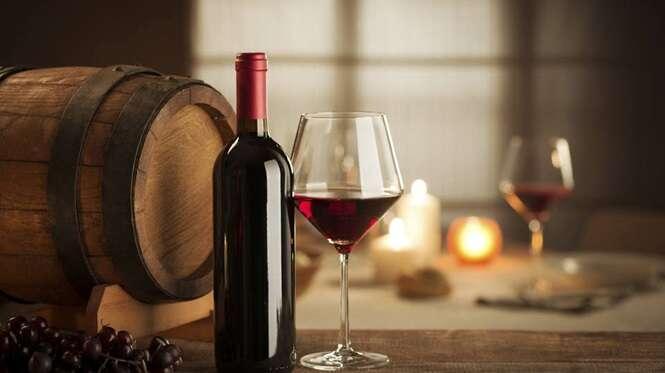 Estes são os benefícios de ingerir uma taça de vinho todos os dias