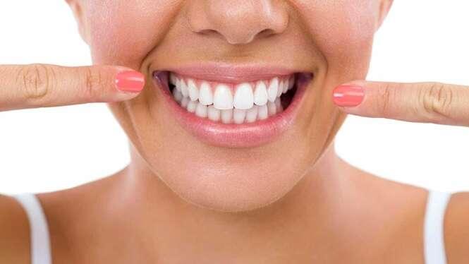 Com este remédio caseiro, você remove o tártaro dos dentes