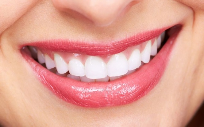Se você quer ter dentes saudáveis, mais bonitos e fortes naturalmente é só seguir estes 4 passos