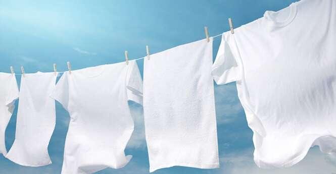 Alguns truques simples para as roupas ficarem sem manchas e com um branco incrível