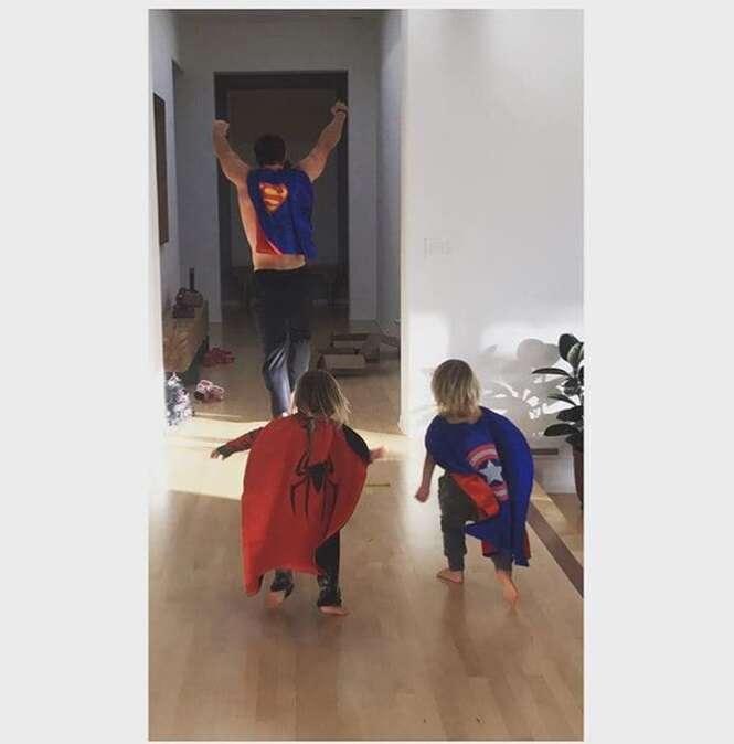 Fotos do ator Chris Hemsworth com os filhos que tornarão seu dia melhor