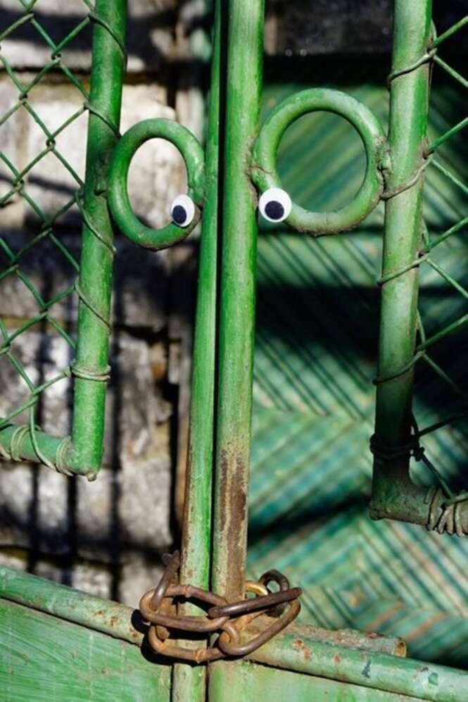 Artista coloca olhos em coisas inanimadas na Bulgária