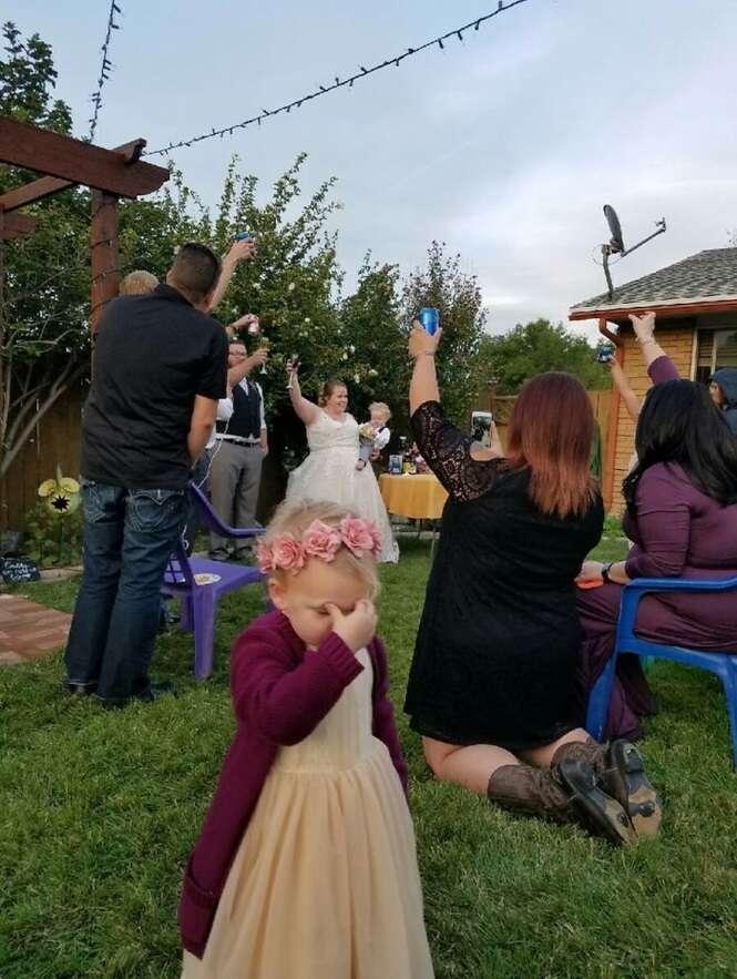 Imagens divertidas demais de crianças em casamentos