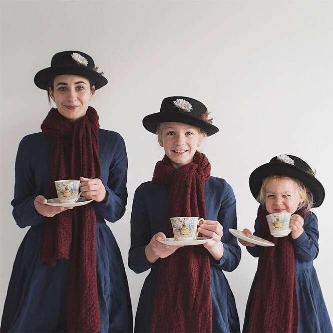 Mãe e filhas fazem fotos adoráveis usando roupas semelhantes