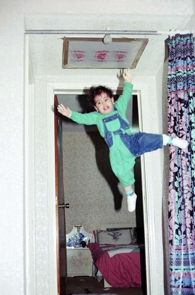 Imagens de crianças que foram deixadas aos cuidados dos pais