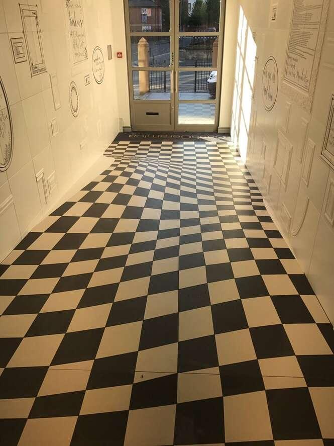 Você é capaz de andar por este corredor sem ficar tonto