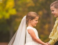 """Garota de 5 anos realiza sonho de se """"casar"""" com melhor amigo antes da 4ª cirurgia cardíaca"""