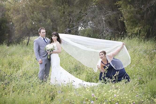Isso é o que acontece quando você escolhe sua melhor amiga como marinha de casamento