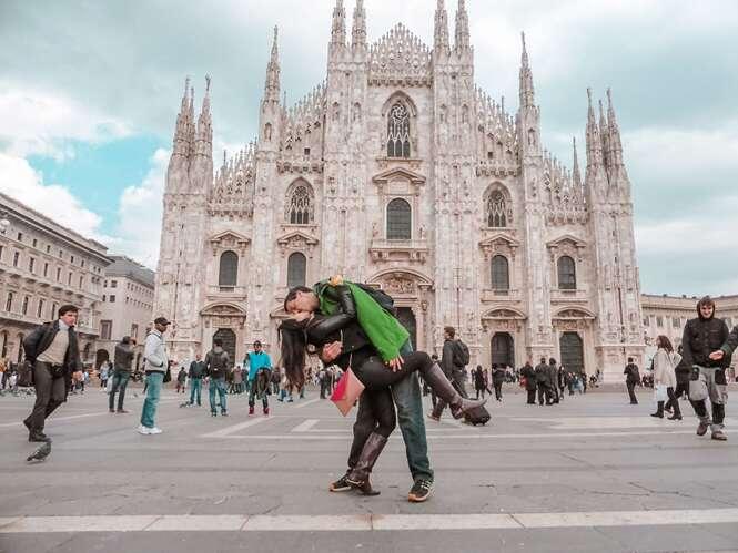Casal viaja por 3 anos tirando fotos na mesma pose, até que o rapaz resolveu surpreender a amada