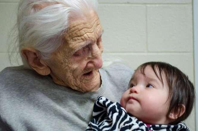 Reações comoventes de avós ao conhecerem seus netos