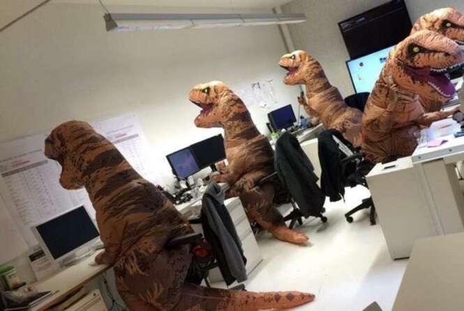 Pessoas que sabem como melhorar um dia tenso no escritório