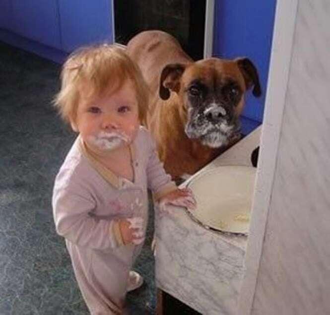 Fotos provando que a vida fica bem melhor com crianças e animais de estimação