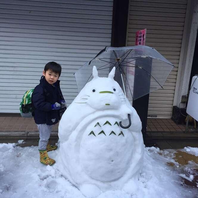 Fotos feitas após nevar bastante em Tóquio