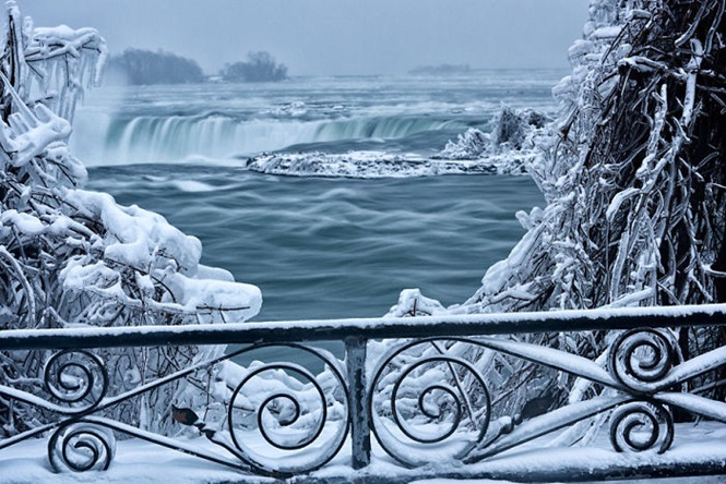 Está tão frio na América do Norte que até as Cataratas do Niágara estão congelando