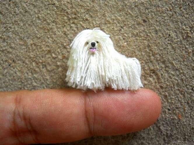Animais de crochê tão minúsculos que cabem na ponta dos dedos