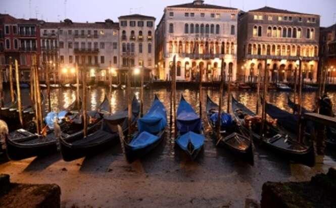 Fotos mostram como são famosos canais de Veneza, Itália, sem água